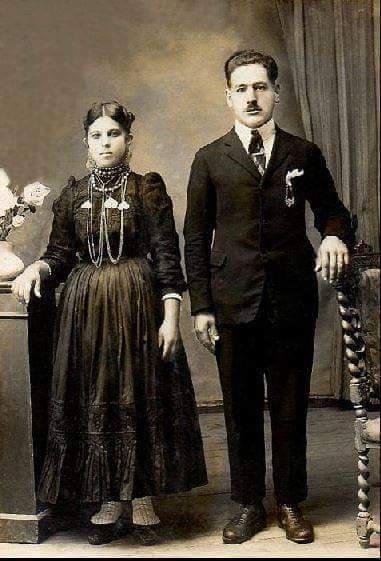 Photo de couple de mariés 100 portugais habits traditionnels